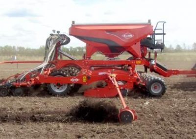 kuhn-espro-and-case-ih-tractor
