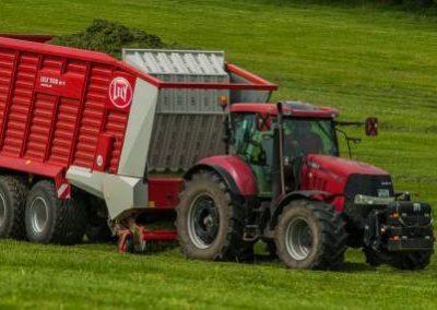 lely-forage-wagon-case-puma-cvx-tractor