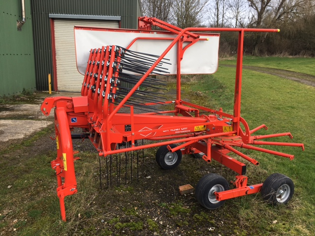Kuhn 4321 Single Rotor Rake for sale at Collings Brothers of Abbotsley